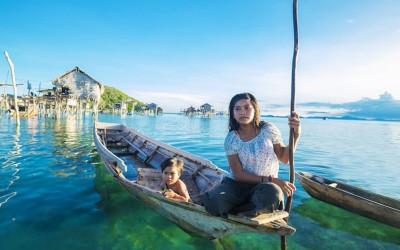 Ce peuple qui vit sur l'eau n'a pas de frontière, pas de chef ni même de calendrier. Magnifique !