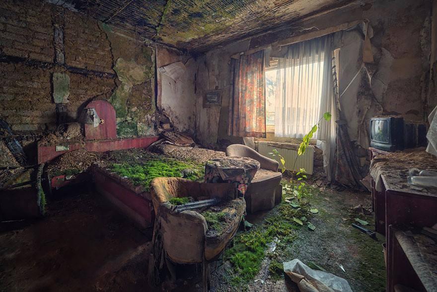 chambre-dhôtel-abandonnée