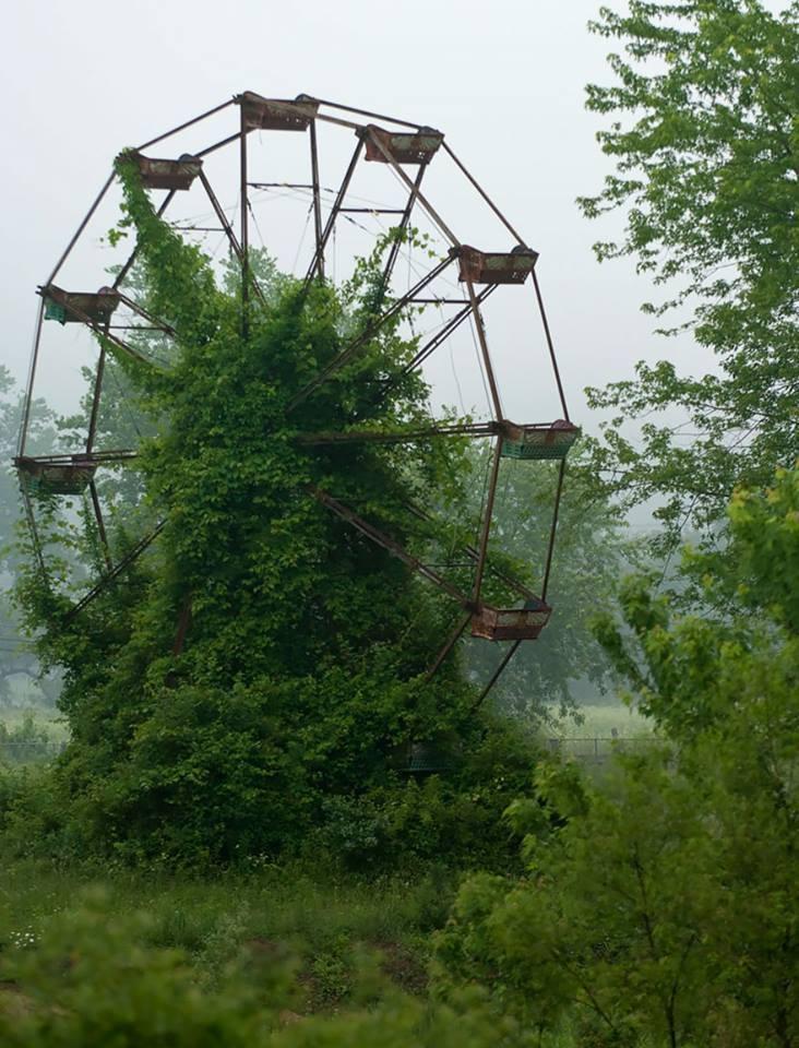 grande-roue-abandonnée