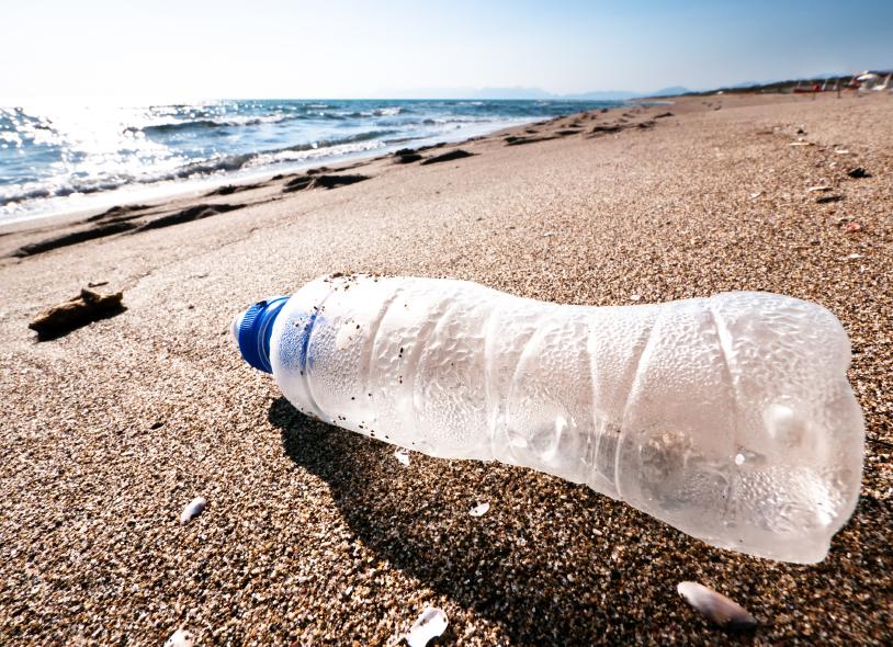 bouteille-en-plastique-sable