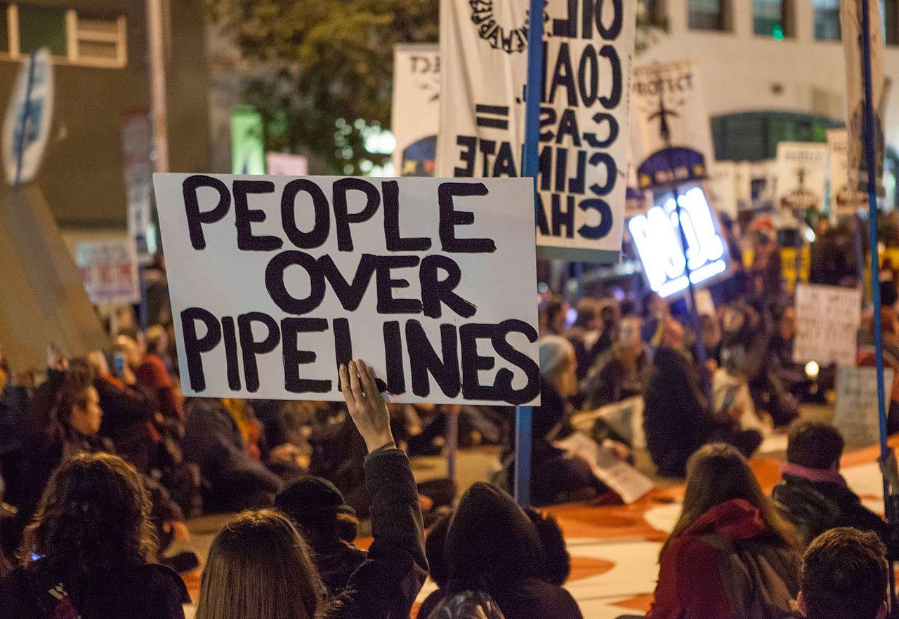 https://lareleveetlapeste.fr/wp-content/uploads/2020/07/Protest_against_Dakota_Access_and_Keystone_XL_Pipelines_20170126-1652.jpg